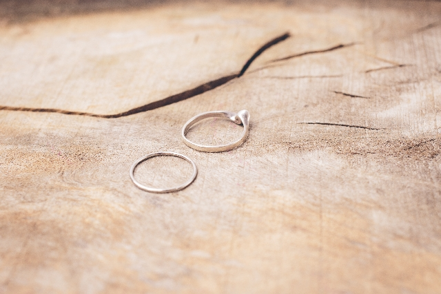 熟年離婚と亀裂のイメージ